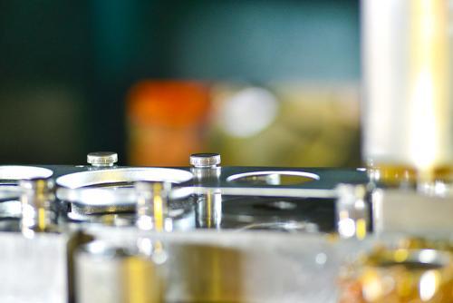 produzione parti metalliche plastica